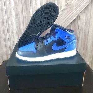 Jordan 1 Mid 'Hyper Royal' GS Shoes